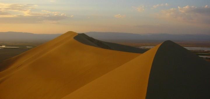 Аккум Калкан поющая гора в Казахстане. Аномальная зона