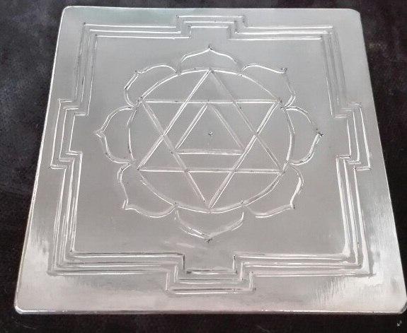 Янтра Ганапати изготовлена вручную, размер 70х70мм, материал медь. Эта янтра может стать защитным талисманом, а так же убрать преграды и препятствия на пути к достижению поставленных целей!
