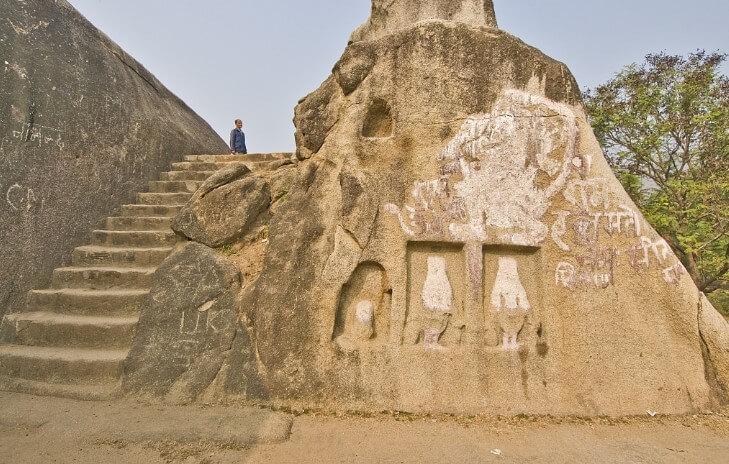 Древнейшие пещеры Барабар в Индии. Загадки акустических залов