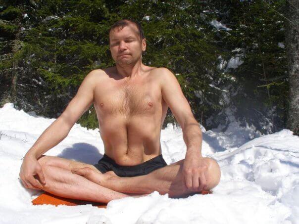 Как не замёрзнуть голым в снегах Гималайских гор?