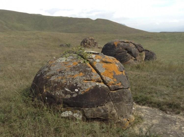 Каменные шары в Заюково