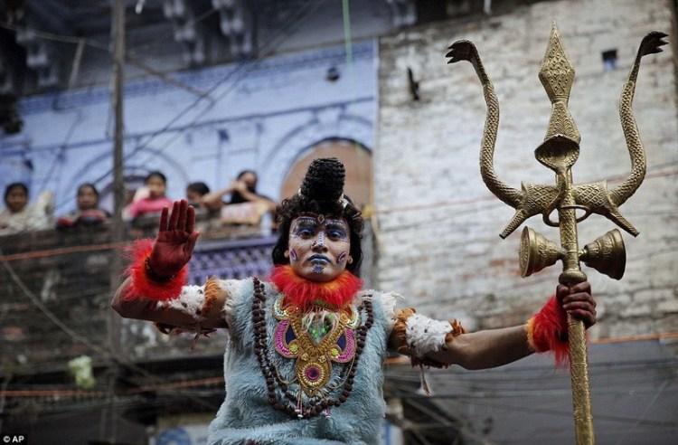 КТО ТАКИЕ БАБА, САДХУ и ГУРУ? Индуистские святые