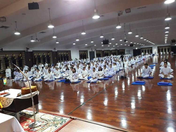 Аджаном Вимоккхой обучние медитации випассаны учеников в Тайланде