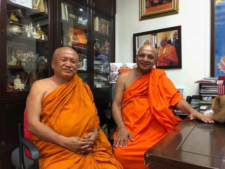 Аджан Вимоккха Тайланд с другом монахом
