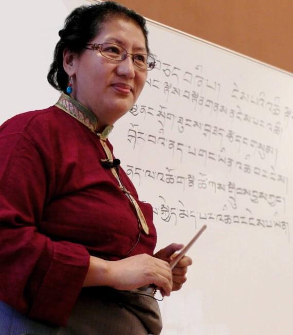 Др. Пунцог Вангмо (Phuntsog Wangmo) выступает на коференции