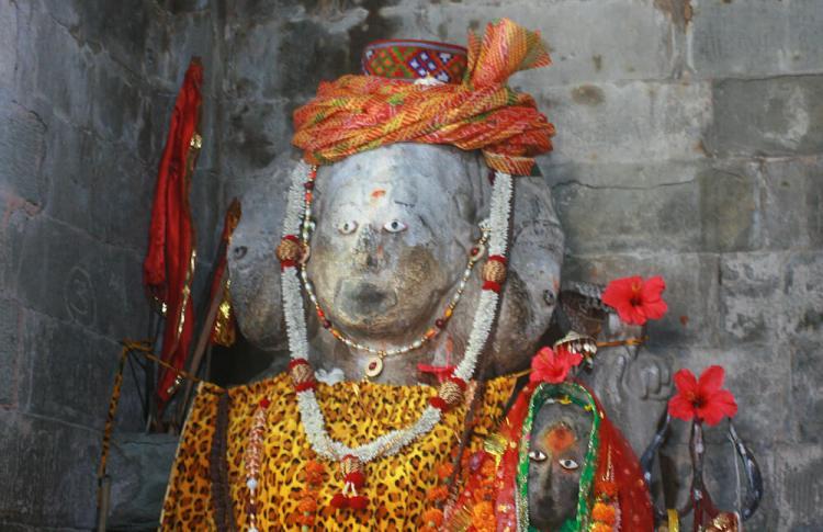 шива трехликий статуя Triloknath Temple