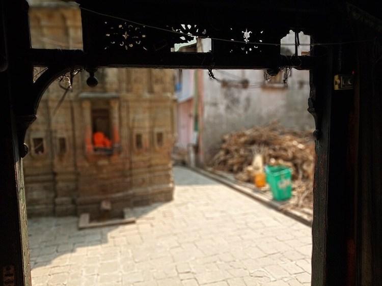 Баба Бутнат Мандир Считается, что здесь был брак Господа Парвати и Шивы.
