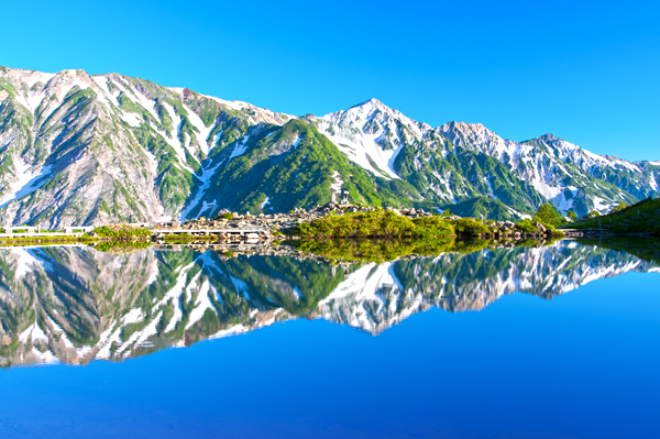 japanese-northern-alps-reflection-on-happoike-pond-hakuba-valley-shutterstock_299428340