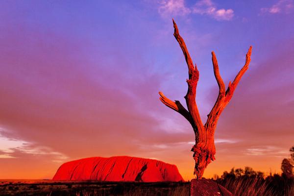 uluru-australia-shutterstock_402143302