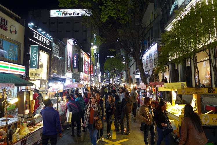 Myeong-dong_Night_view_201604.jpg