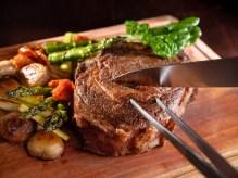 Bencotto的爐烤美國帶骨肋眼牛排適合闔家享用