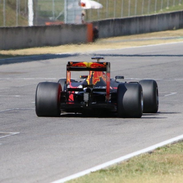 pic-3 / SECOND TEST WITH RED BULL RACING: Sébastien Buemi tests at Mugello, THE WIDER TYRES FOR NEXT SEASON