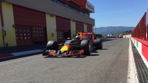 pic-2 / SECOND TEST WITH RED BULL RACING: Sébastien Buemi tests at Mugello, THE WIDER TYRES FOR NEXT SEASON
