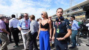 Lindsey Vonn (USA) Alpine Ski Racer on the grid at Formula One World Championship, Rd18, United States Grand Prix, Race, Circuit of the Americas, Austin, Texas, USA, Sunday 23 October 2016. © Sutton Images