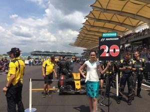 pic-1 Grid girl at Formula One World Championship, Rd16, Malaysian Grand Prix, Race, Sepang, Malaysia, Sunday 2 October 2016. © Renault Sport F1 Team