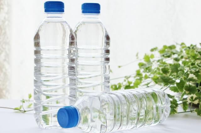 ペットボトル:水