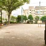 【塩浜一丁目公園】周辺の大型マンション住民の憩いの場となっている塩浜1丁目の公園
