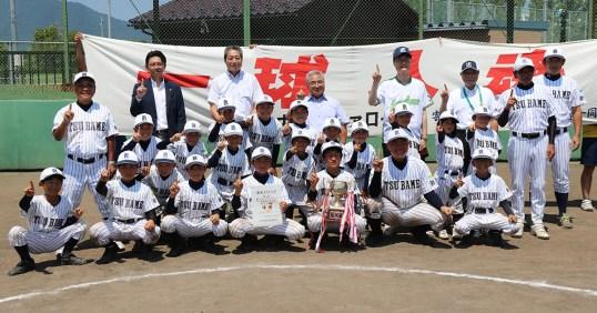 第9回東京ヤクルトスワローズカップ少年野球交流大会燕市予選会で優勝した小中川バファローズ