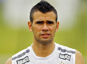 Zagueiro do Corinthians, Leandro Castán, atirou acidentalmente em um amigo com uma arma de pressão