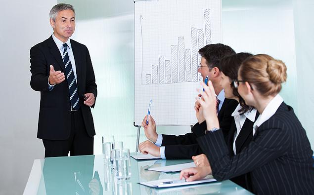 Pesquisa diz que companhias buscam profissionais estratégicos, com bom networking e domínio do cargo