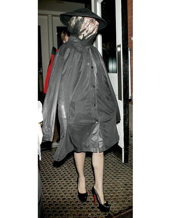 Lady Gaga em seu modelo saco de lixo em Nova York