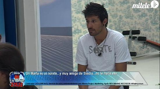 Hugo com camiseta que Fael deu para Noemí