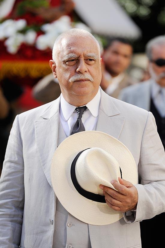 """O ator Antônio Fagundes, caracterizado como o coronel Ramiro Bastos, seu personagem na novela """"Gabriela"""" (Globo)"""