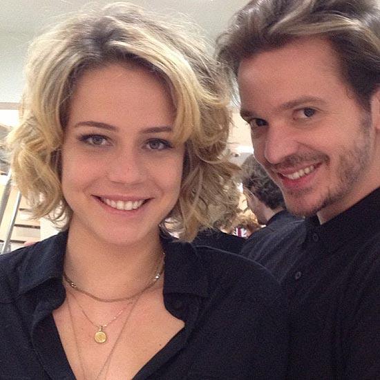 A atriz Leandra Leal mostra o novo visual ao lado do cabeleireiro Tiago Parente, responsável pela mudança