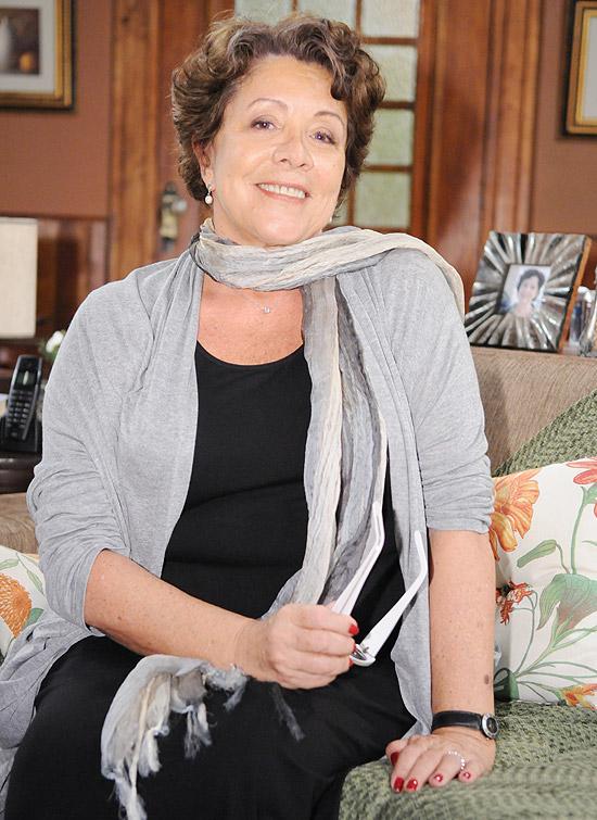 A atriz Angela Leal caracterizada como a personagem Dona Xepa, protagonista da novela homônima da Record