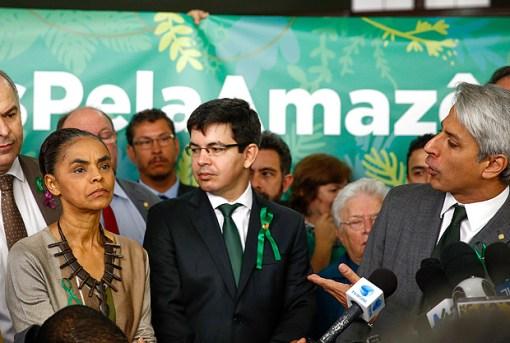 Marina Silva e parlamentares ligados ao meio ambiente fazem ato em Brasília contra o decreto de Renca