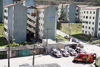 Jovem armado mantém ex-namorada refém em apartamento em Santo André (Grande São Paulo); Gate negocia libertação