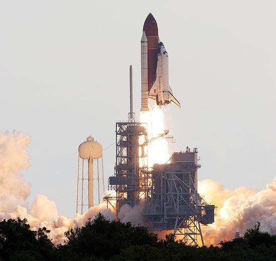 Ônibus espacial Endeavour partiu no horário previsto com seis tripulantes a bordo; veja galeria de fotos
