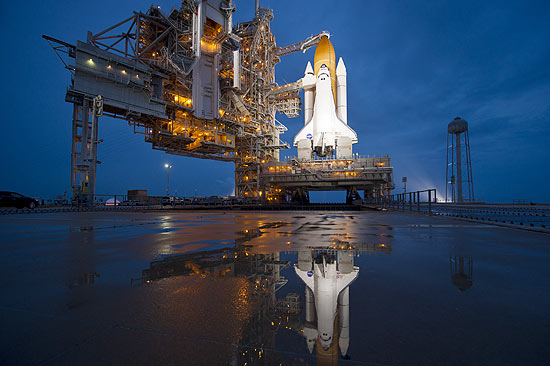 Atlantis na plataforma de lançamento em 07/07/2011 (Foto: Bill Ingalls / NASA)