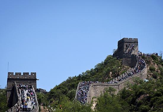 A Muralha da China foi contruída para proteger a fronteira ao norte e é a maior estrutura construída pelo homem