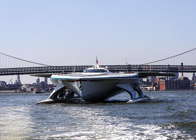 Ao custo de U$ 17 milhões, barco é o primeiro movido a energia solar a dar a volta ao mundo
