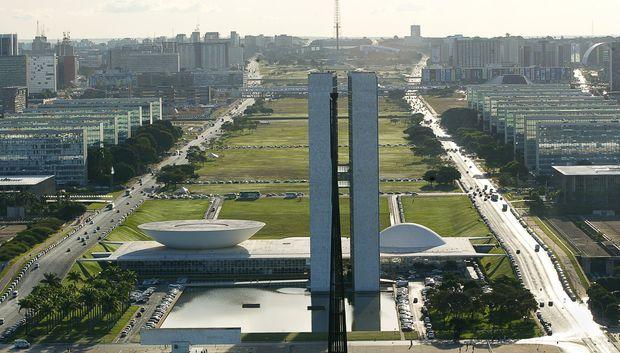 ORG XMIT: 514601_0.tif BRASÍLIA, DF, BRASIL, 16-05-2005: Vista aérea da Esplanada dos Ministérios e do Congresso Nacional. (Foto: Sérgio Lima/Folhapress) ***EXCLUSIVO***