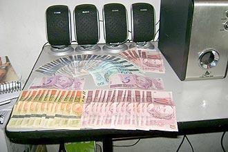 Dinheiro apreendido na operação Trilha que, até o final da manhã de hoje, prendeu 50 pessoas em 12 Estados brasileiros