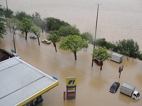 Lagoa Rodrigo de Freitas, no Rio; chuva também causou danos e mortes em outros pontos do Estado