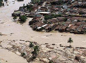 Imagem de sobrevoo realizada nesta segunda pelo governador de Alagoas mostra enchentes