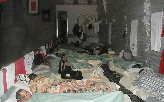 Bombeiros do Rio registram situação dos presos no quartel de Gragoatá, em Niterói (região metropolitana)