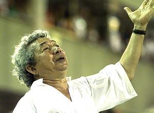 Joãosinho Trinta desfila pela Unidos de Viradoro em 1999; clique e veja mais imagens