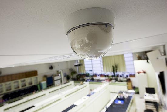 Câmera de gravação instalada no laboratório de Biologia do Colégio Rio Branco, em Higienópolis (centro)