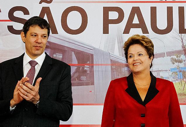 O prefeito de São Paulo, Fernando Haddad, em cerimônia com a presidente Dilma Rousseff, em 2013