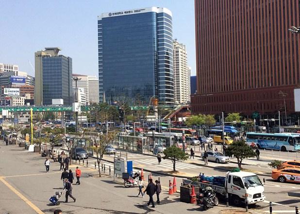 Estação de Seul, onde há integração e transferência de ônibus