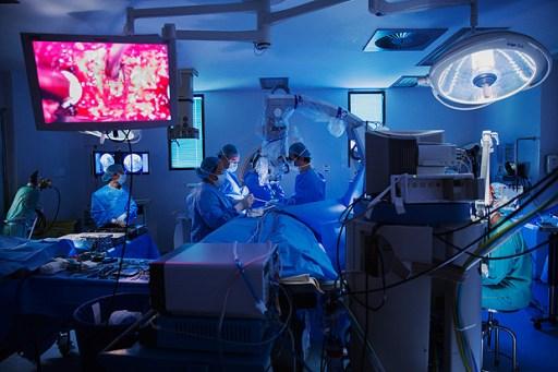 Sao Paulo, SP. 08/06/2016. Cirurgia de coluna do Projeto Coluna no Hospital Israelita Albert Einstein em Sao Paulo. ( Foto: Lalo de Almeida/Folhapress, ESPECIAL ) *** EXCLUSIVO FOLHA
