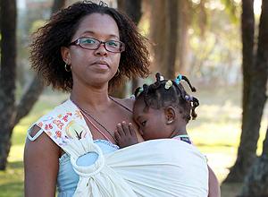 Chenia Silva, 35, que amamenta a filha Zaya, que completa 3 anos no próximo dia 6.