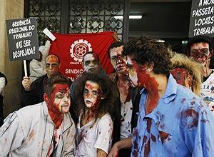 """Trabalhadores """"zumbis"""" em protesto por melhores condições de fiscalização de saúde e segurança nas empresas"""