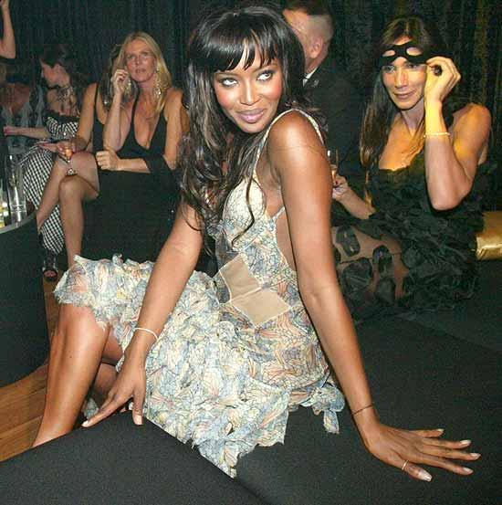 Naomi Campbell durante baile de Carnaval da Vogue no hotel Unique; modelo foi internada em São Paulo