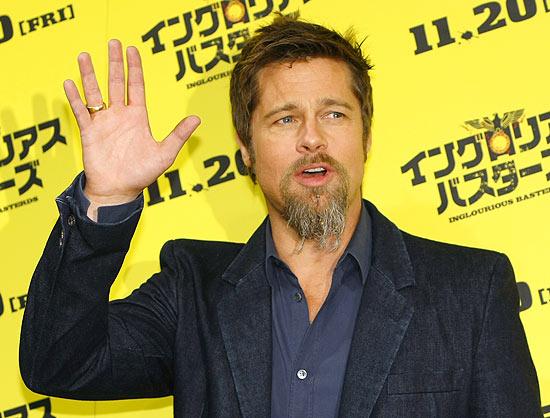 """O ator Brad Pitt está planejando filmar a vida de Drácula em conjunto com a produtora da saga """"Crepúsculo"""""""
