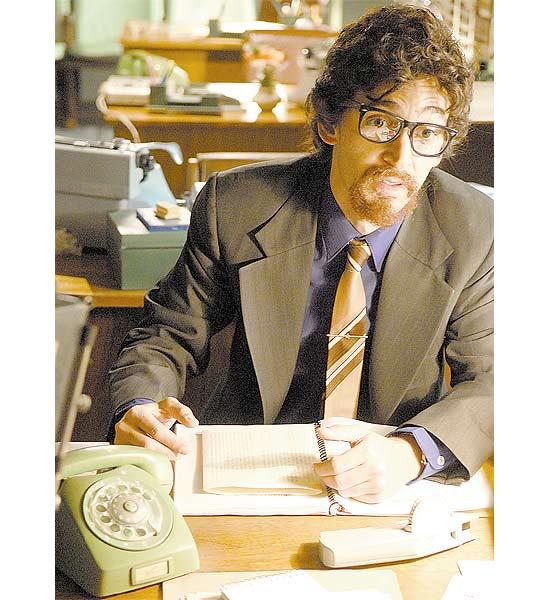 O ator Julio Andrade que interpreta Raul Seixas no especial da Globo que vai ao ar quinta